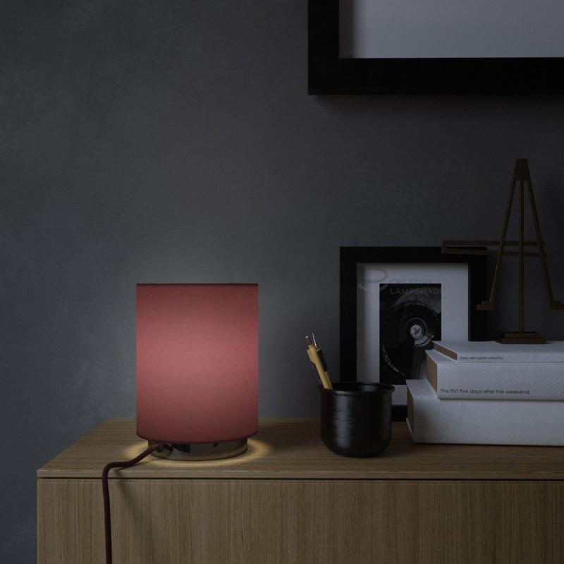 Posaluce mit zylindrischem Lampenschirm in Leinwand Purpurrot, Metall in metallic schwarz mit Textilkabel, Schalter und Stecker